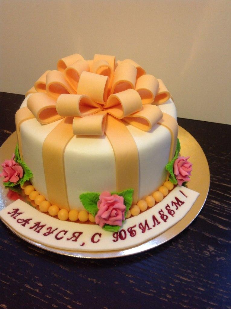 Оригинальный тортк из мастики на юбилей фото